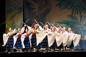 Večerné predstavenie Lúčnice pod skokanskými mostíkmi v Tatrách. Foto: Pavol Harum